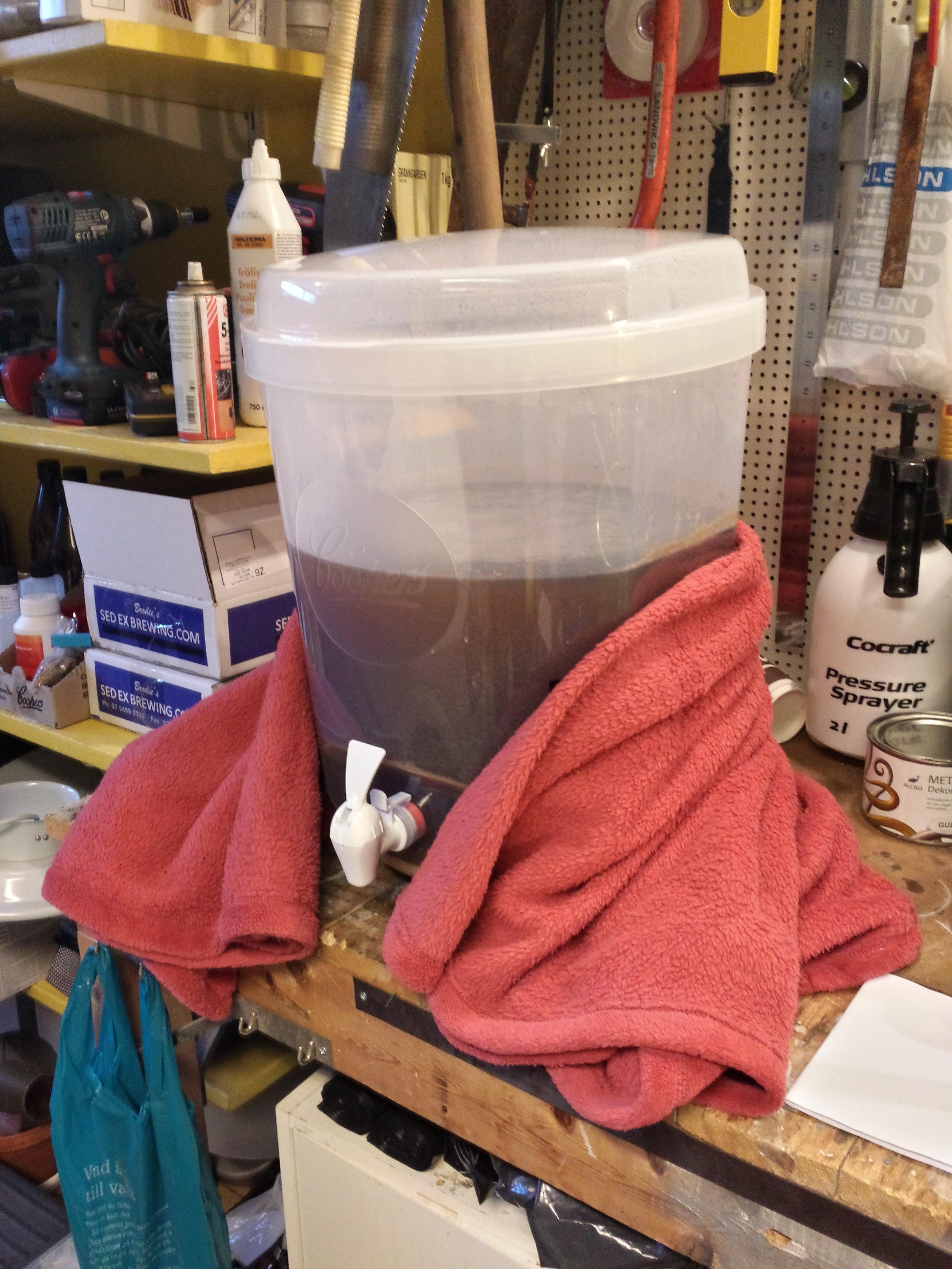 Torrhumling i fermenteringstunnan!